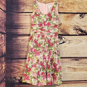 Floral lined pleated middle like dress